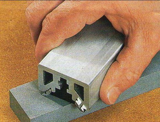 Если объем плотницких работ больше, чем одна доска в день – без электрического рубанка не обойтись.