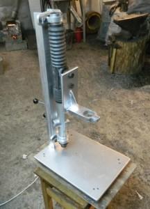 металлическая пластина для крепления дрели к колонке