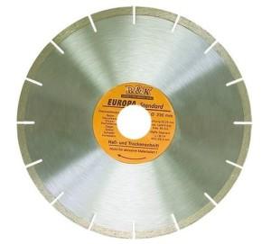 На металлическом диске алмазное напыление