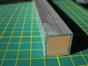 Алюминиевые уголки сварены в квадрат