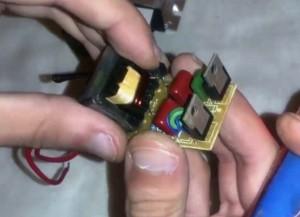 вынимаем трансформатор из корпуса