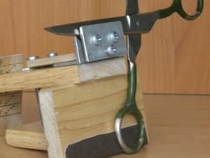 приспособление для фиксации ножниц
