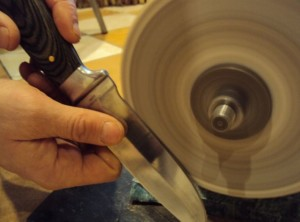 заточка ножа на наждаке