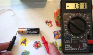 проверка заряда мультиметром