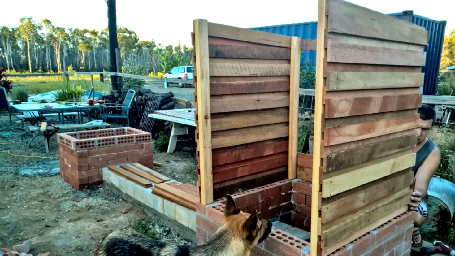 ставим деревянную кабинку
