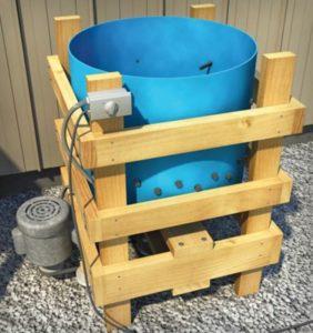 Перосъемная машина из пластиковой бочки