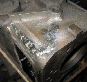надежно заваренная трещина на рубашке двигателя