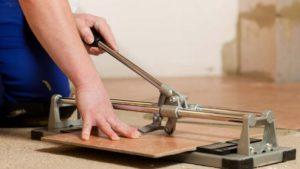резать плитку плиткорезом
