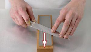 направление движения ножа по камню