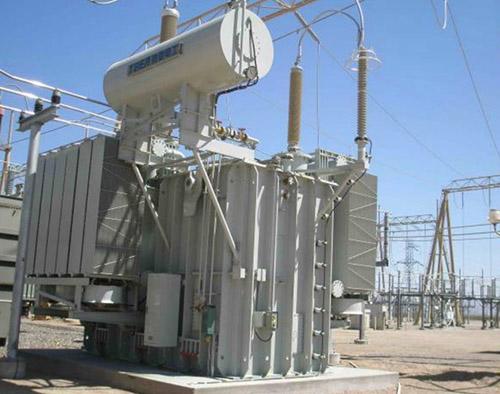 маслянный трансформатор на электростанции