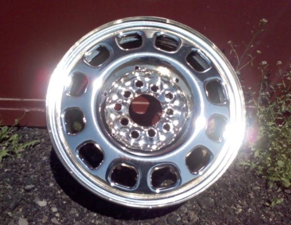 хромированный диск автомобиля