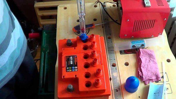 замер плотности электролита ареометром