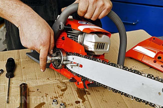 ремонтнопригодность электрической пилы в удобстве установки цепи на шину