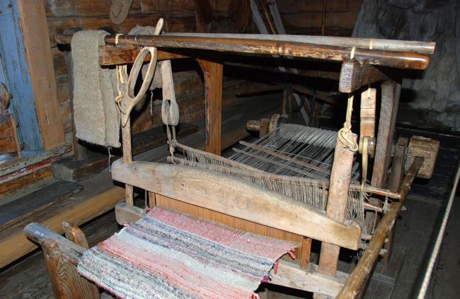 Деревянный ткацкий станок
