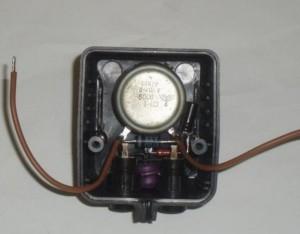 резистор размещен в корпусе