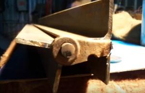 23 2 300x193 - Делаем листогиб своими руками из подручных материалов