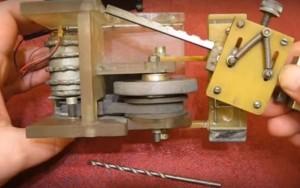 самодельный полуавтоматический станок для заточки сверл