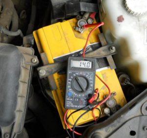 проверка зарядки аккумулятора мультиметром