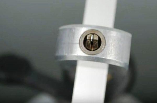 каретка с режущим инструментом