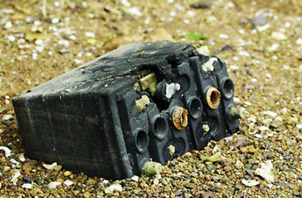 старый автомобильный аккумулятор