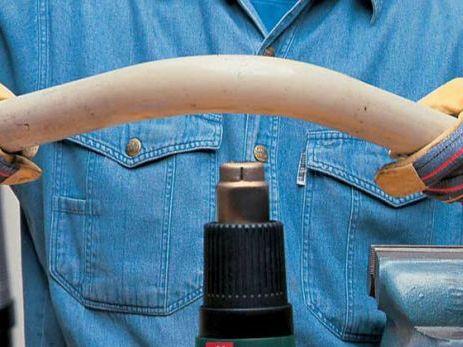 изгиб ПВХ трубы с помощью строительного фена